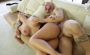 Ana porno transando no sofá