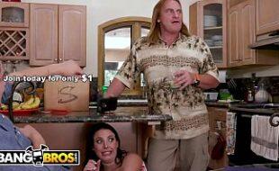 Comendo a namorada perto do pai dela xvideo brasileiro