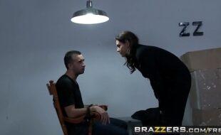 Sexodigital com mulher gostosa sequestrando homem